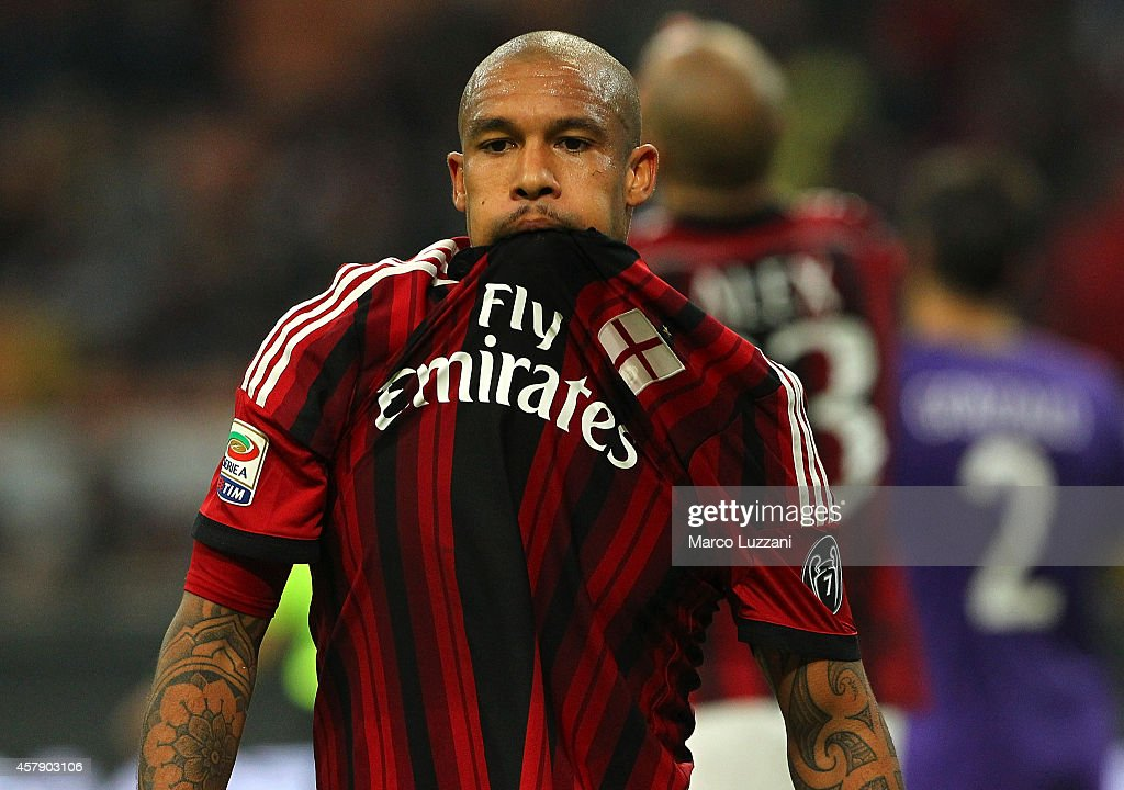 Nigel De Jong of AC Milan reacts to a missed chance during the Serie A match between AC Milan and ACF Fiorentina at Stadio Giuseppe Meazza on October 26, 2014 in Milan, Italy.