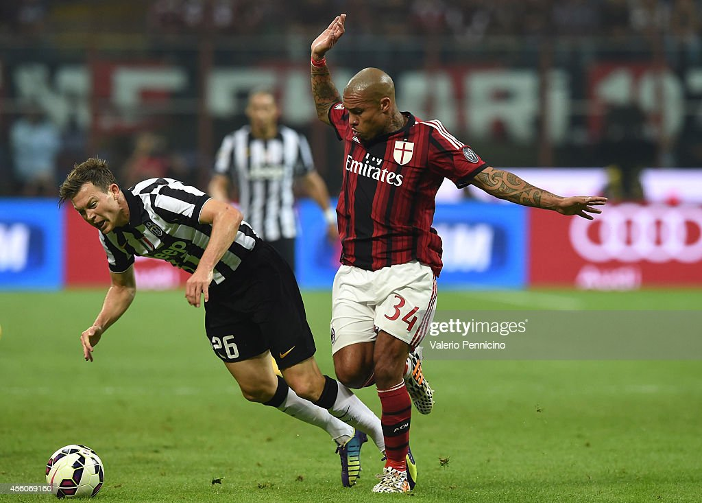 Nigel De Jong (R) of AC Milan tackles Stephan Lichtsteiner of Juventus FC during the Serie A match between AC Milan and Juventus FC at Stadio Giuseppe Meazza on September 20, 2014 in Milan, Italy.