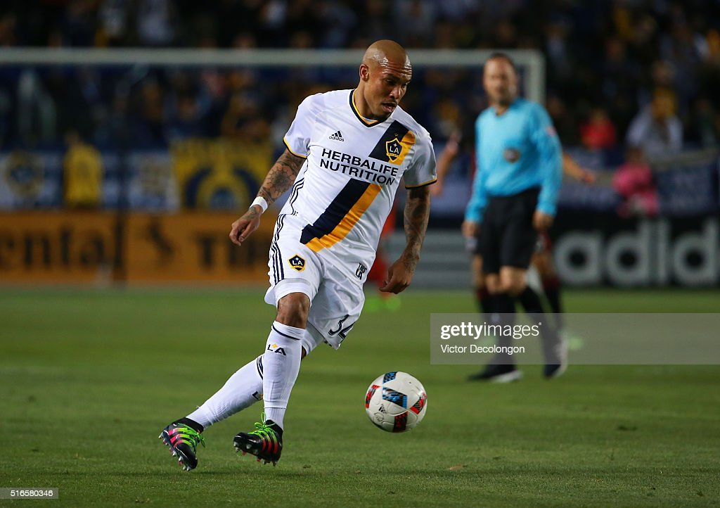 Nigel de Jong #34 of the Los Angeles Galaxy plays the defensive ball during the MLS match against D.C. United at StubHub Center on March 6, 2016 in Carson, California. The Galaxy defeated United 4-1.