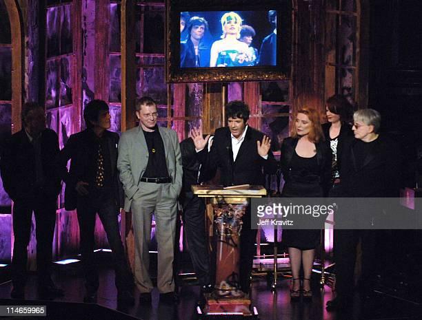 Nigel Harrison Frank Infante Gary Valentine Clem Burke Debbie Harry and Chris Stein of Blondie inductees with presenter Shirley Manson