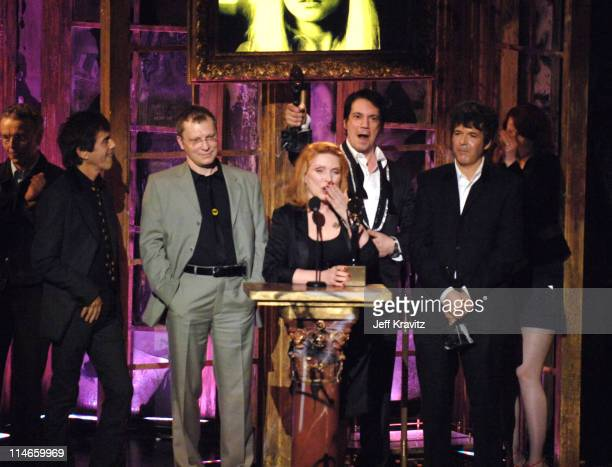 Nigel Harrison Frank Infante Gary Valentine Debbie Harry Jimmy Destri and Clem Burke of Blondie inductees with presenter Shirley Manson