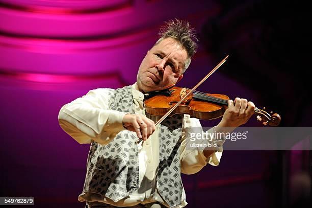 Nigel Kennedy der britische Violinist bei den Proben zu Bach meets Fats Waller mit seiner Band dem polnischen Gitarristen Jarek Smietana dem...