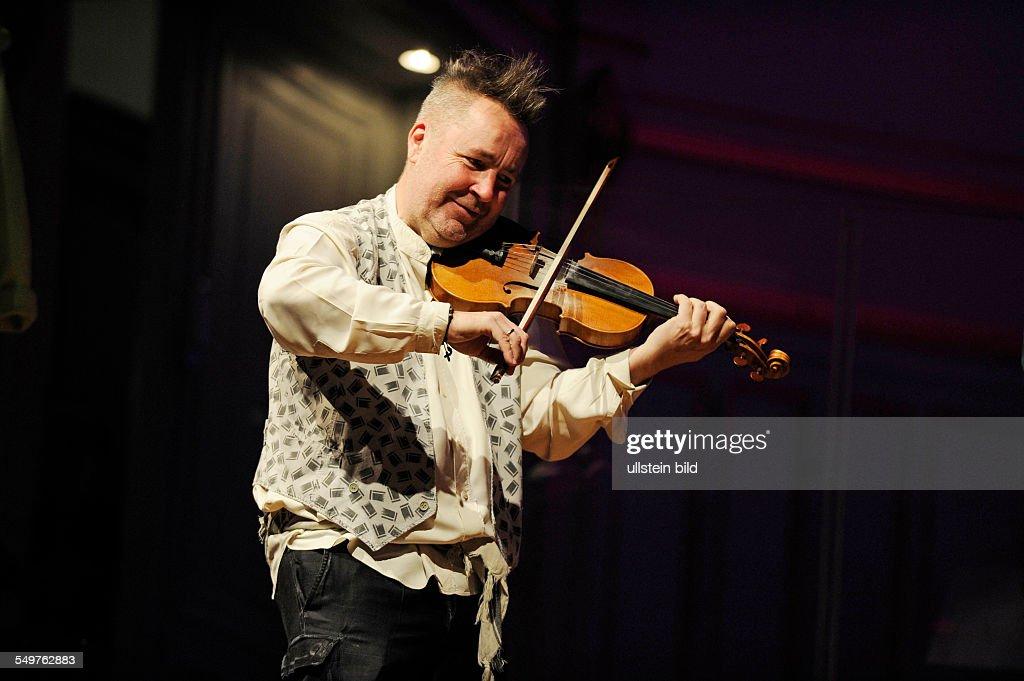 Nigel Kennedy - der britische Violinist bei den Proben zu - Bach