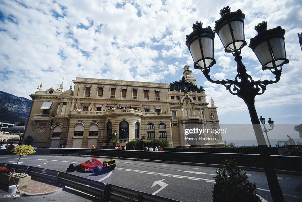 Nigel Mansell drives the Scuderia Ferrari 641 during practice for the Grand Prix of Monaco on 26 May 1990 on the streets of the Principality of Monaco in Monte Carlo, Monaco.