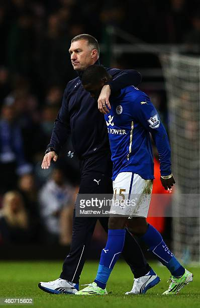 Nigel Pearson manager of Leicester City looks dejected as he walks off the pitch with Jeffrey Schlupp of Leicester City during the Barclays Premier...