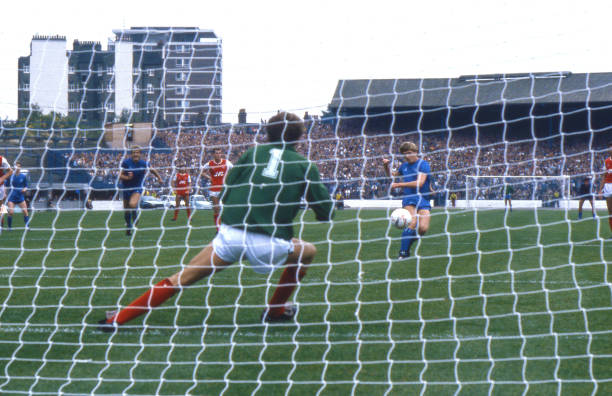 Nigel Spackman of Chelsea scores from the penalty spot during the Canon League Division One match between Chelsea and Arsenal held on September 21,...