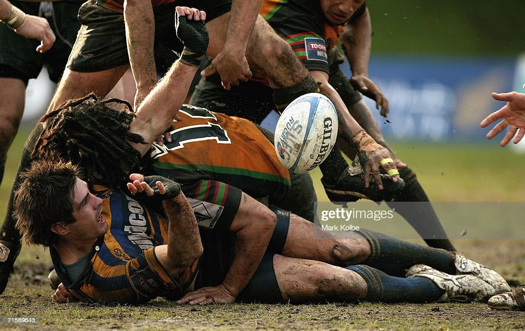 Nigel Staniforth of Sydney University pops the ball up from the ground during the Tooheys New Cup Rd 10 match between Sydney University and Penrith at Sydney University Oval, August 5, 2006 in Sydney, Australia.