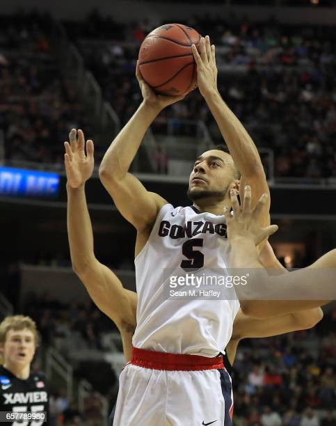 Nigel WilliamsGoss of the Gonzaga Bulldogs attempts a shot against the Xavier Musketeers during the 2017 NCAA Men's Basketball Tournament West...