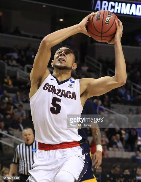 Nigel WilliamsGoss of the Gonzaga Bulldogs drives to the basket against the West Virginia Mountaineers during the 2017 NCAA Men's Basketball...