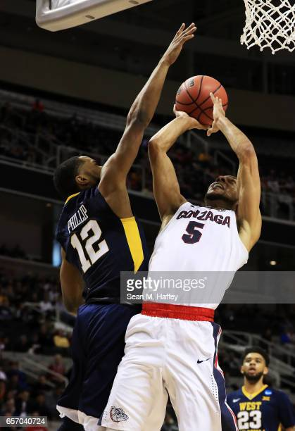 Nigel WilliamsGoss of the Gonzaga Bulldogs goes up against Tarik Phillip of the West Virginia Mountaineers in the first half during the 2017 NCAA...