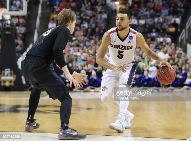 Nigel WilliamsGoss of the Gonzaga Bulldogs is defended by JP Macura of the Xavier Musketeers during the 2017 NCAA Men's Basketball Tournament West...