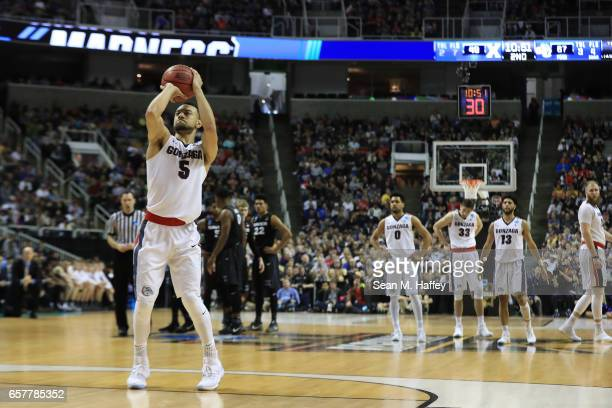 Nigel WilliamsGoss of the Gonzaga Bulldogs shoots a technical free throw against the Xavier Musketeers during the 2017 NCAA Men's Basketball...