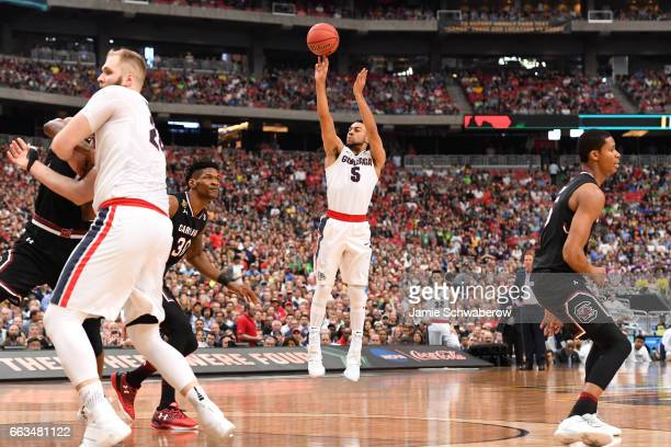 Nigel WilliamsGoss of the Gonzaga Bulldogs shoots a three pointer against the Gonzaga Bulldogs during the 2017 NCAA Men's Final Four Semifinal at...
