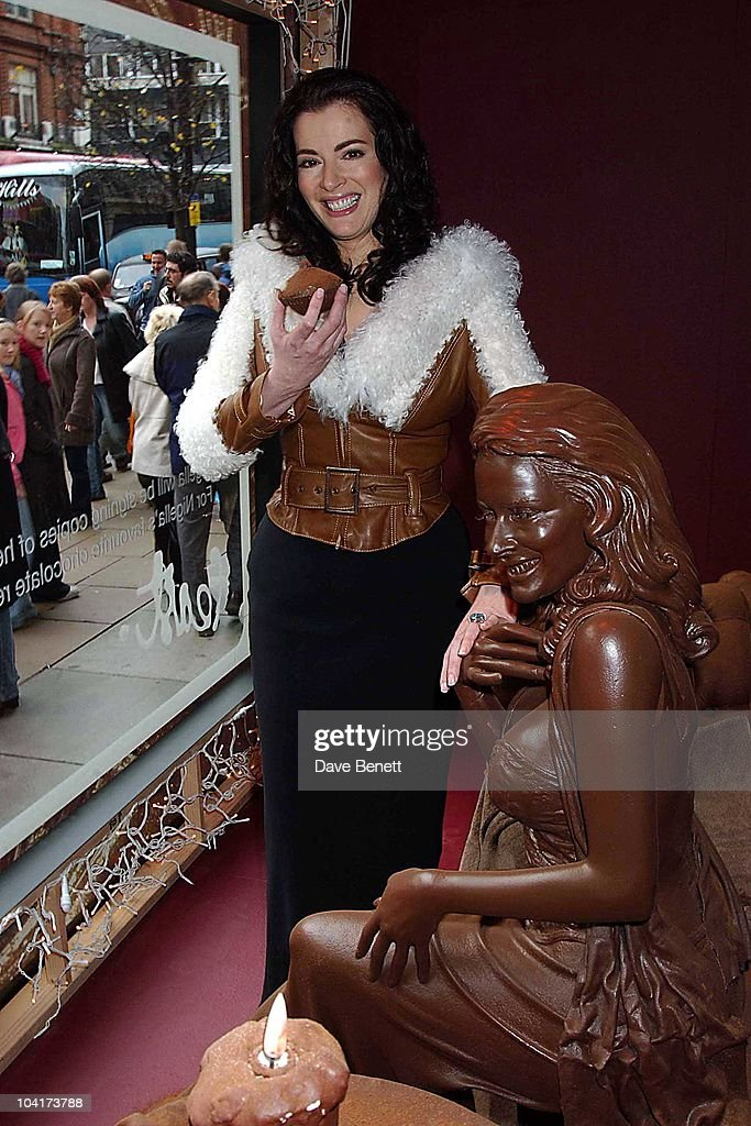Nigella Lawson Choclate Double Unveiling For Auction In Aid Of Barnados Selfridges Window, London, Nigella Lawson