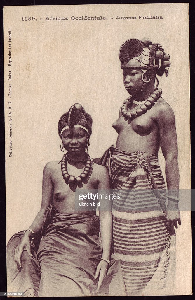 NER, Niger, Africa: Young Fulani girls in national dress. Historical photo 1910. : News Photo