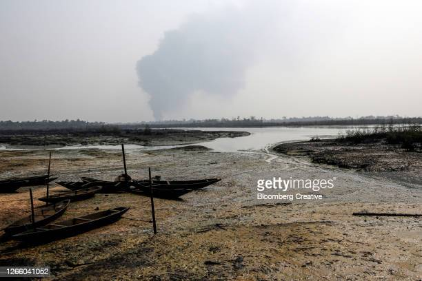 niger delta oil pollution - nigeria stock pictures, royalty-free photos & images