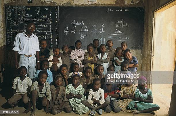 Niger drought in Tanout, Niger in 1987 - Cooperative of Cara-Cara. School that welcomes children from the cooperative and those of the nomads.