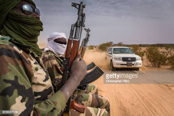 A Niger military unit travels across the Sahara desert giving protection to the Tuareg mayor of Agadez.
