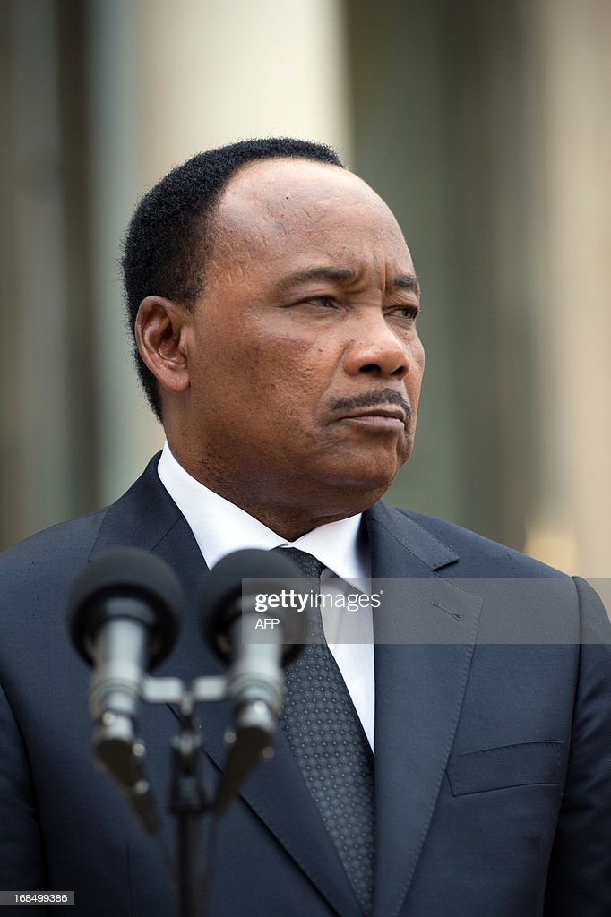 Niger president Mahamadou Issoufou addresses the press after a meeting with the French President at the Elysee presidential palace in Paris on May 10, 2013.