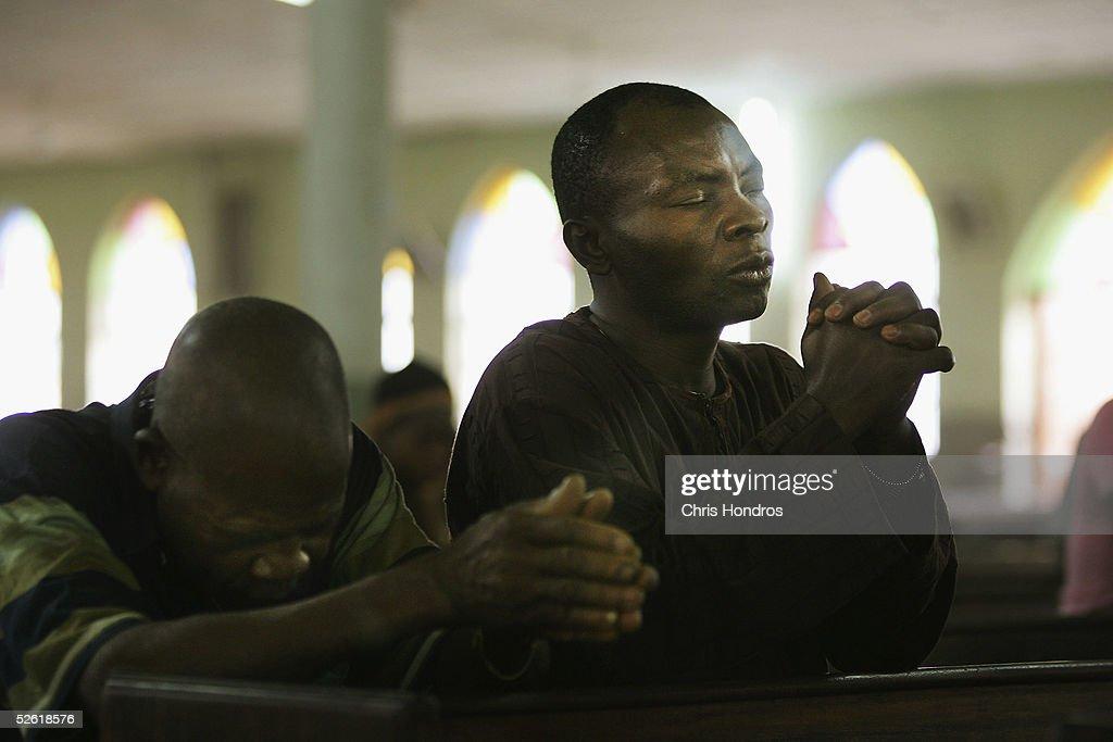 Nigerian Catholics Celebrate Morning Mass in Kano : Foto jornalística