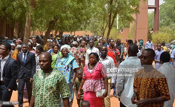 HAMA PAQUES SOUS LE SIGNE DU PARDON AU NIGER APRES LES EMEUTES CONTRES CHRETIENS EN JANVIER Nigerian Christians walk in the street at the end of an...