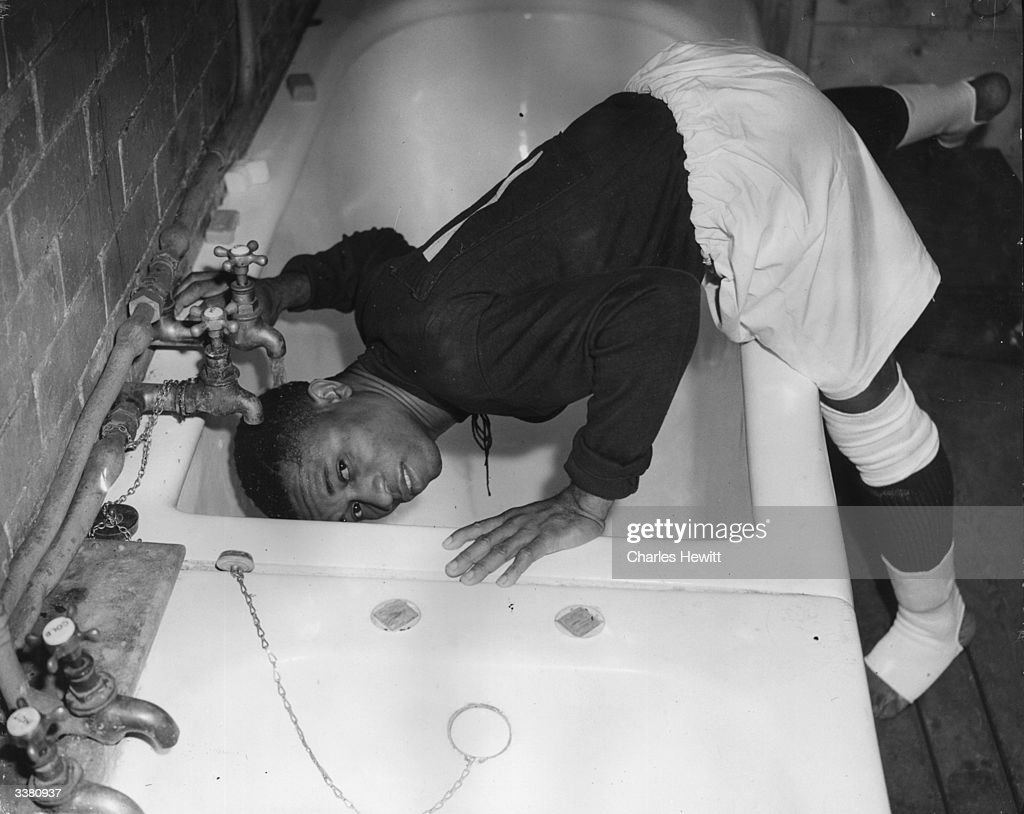 Head Under The Tap : News Photo