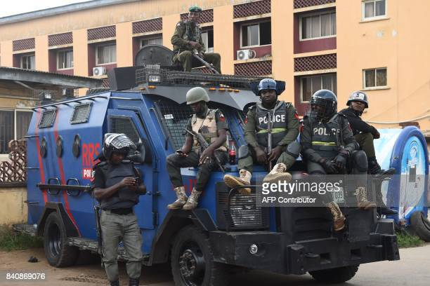 Nigerian police officers take position outside a courtroom after a suspected kidnap kingpin was arraigned at the Lagos State High Court on August 30...
