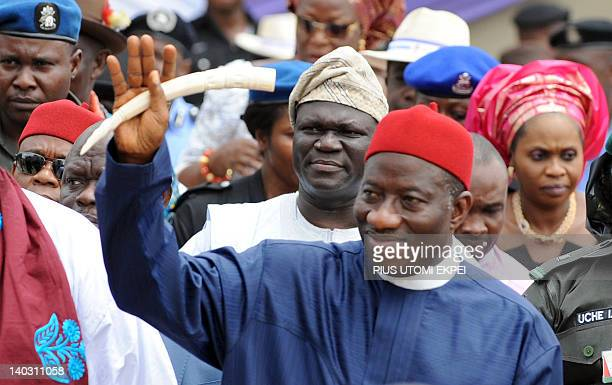 Nigerian President Goodluck Jonathan arrives to attend the funeral service of Nigeria's secessionist leader Odumegwu Ojukwu at St Michaels Catholic...