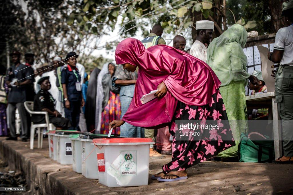 TOPSHOT-NIGERIA-VOTE : News Photo