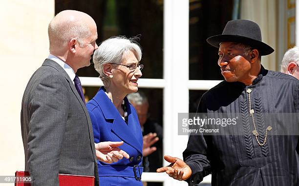 Nigeria's president Goodluck Jonathan speaks with Britain's Foreign Secretary William Hague and US Under Secretary of State for Political Affairs...