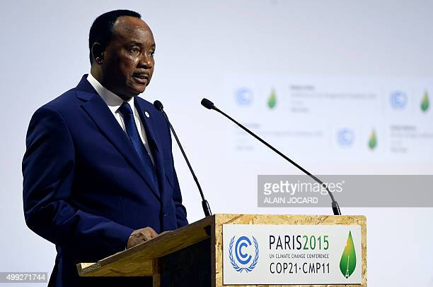 Niger's President Mahamadou Issoufou delivers a speech during the opening day of the World Climate Change Conference 2015 on November 30 2015 at Le...
