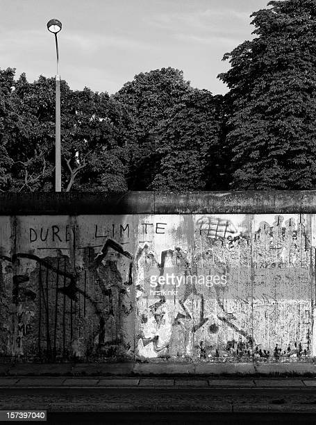 night and day at berliner mauer
