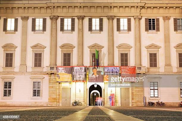 notte al museo di palazzo reale di milano - palazzo reale foto e immagini stock