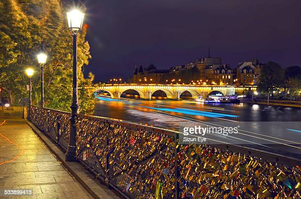 Night at the banks of the Seine in Paris