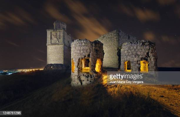 a night at the old abandoned barcience castle (xivth century) - barcience (toledo, spain) - fortified wall stock pictures, royalty-free photos & images