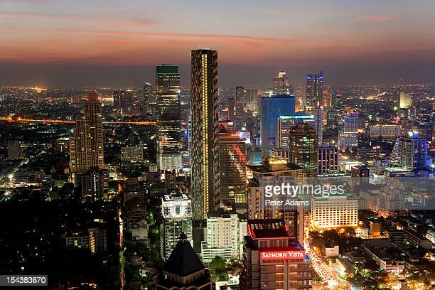 night, city skyline in bangkok, thailand - peter adams stock pictures, royalty-free photos & images