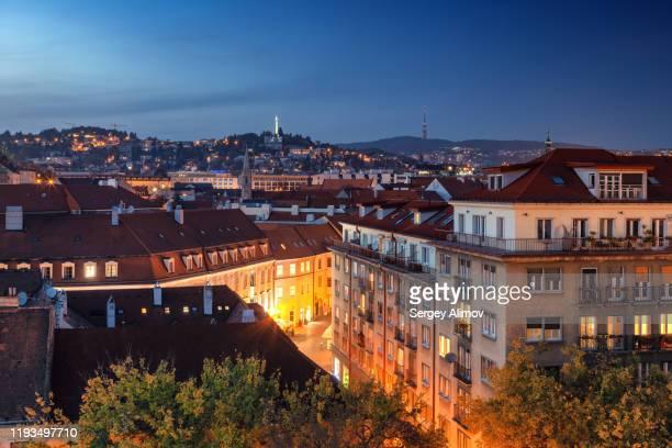night cityscape of bratislava historic district - distrito histórico fotografías e imágenes de stock
