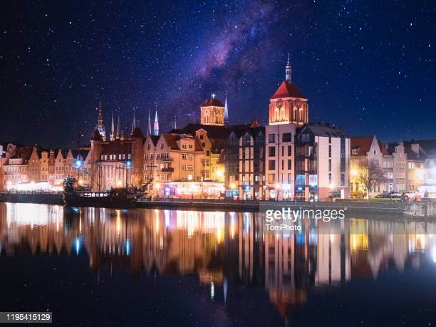 night cityscape of old historical houses along the motlawa river in gdansk, poland - poland stock pictures, royalty-free photos & images