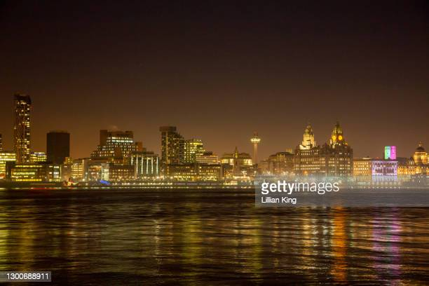 night color over the mersey - liverpool england stock pictures, royalty-free photos & images