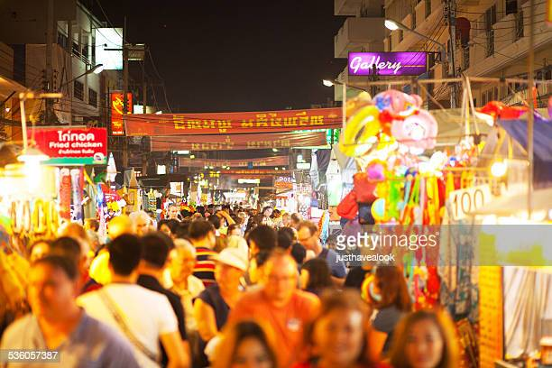night crowd in hua hin - hua hin thailand stock pictures, royalty-free photos & images