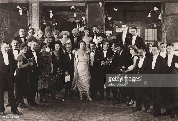 Night during the Golden Twenties in Paris . In 1922.