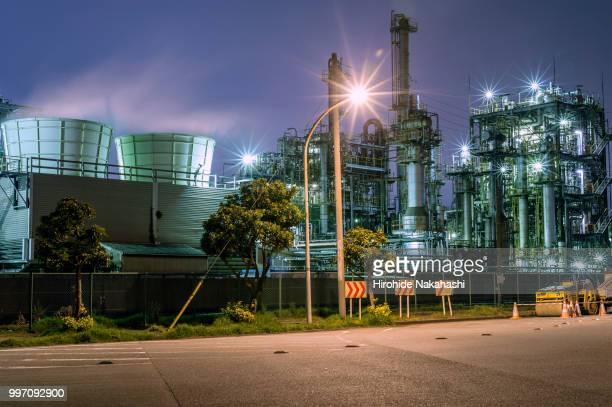 night factory #23 - industriegebiet stock-fotos und bilder