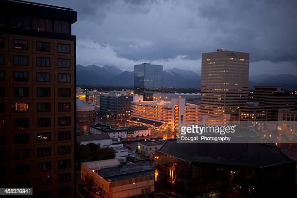 Noche imagen del centro de Anchorage (Alaska)