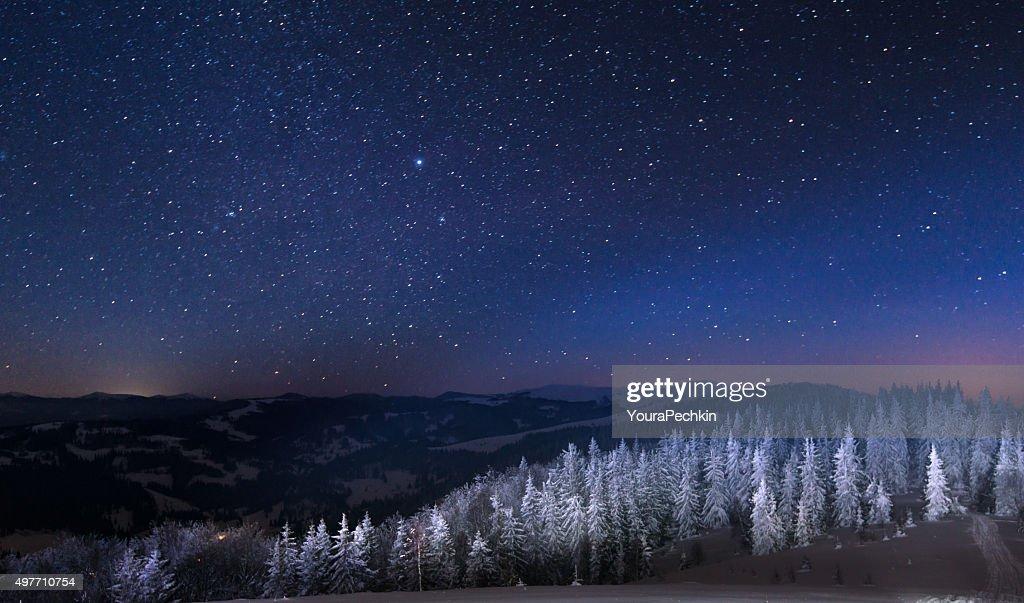 Nuit dans les snowy mountains : Photo