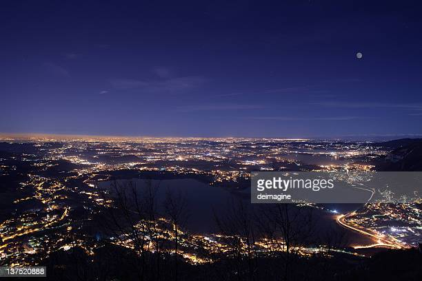 paesaggio di notte, milano - milano foto e immagini stock