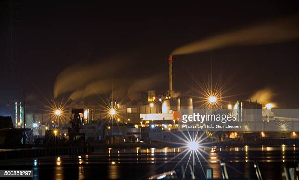 night landscape view of a large industrial complex - 東フランダース ストックフォトと画像