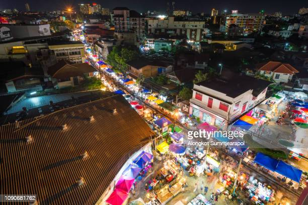 night market at wua lai road on every saturday night, chiang mai, thailand. - provincia di chiang mai foto e immagini stock