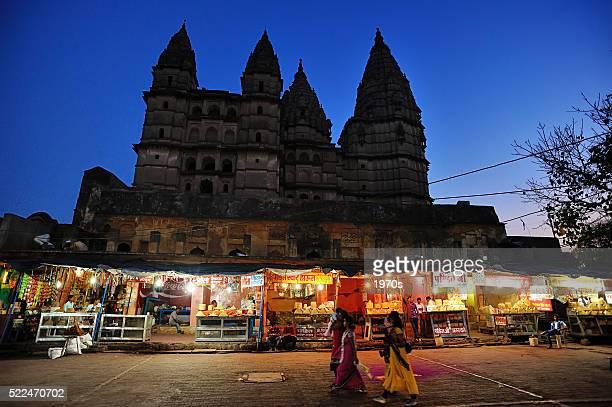 Mercado nocturno en Orchha