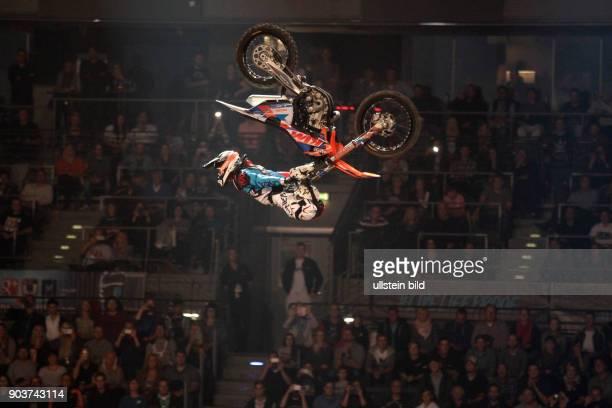 Night of the Jumps Die besten Freestyle Motocrosser der Welt jagen unter dem Dach der Lanxessarena nach Punkten in drei 3 Disziplinen ß Freestyle ß...