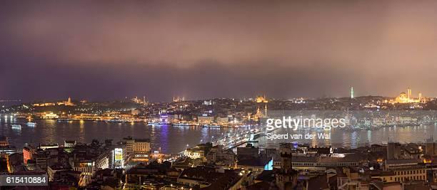 """vista panorámica nocturna en el cuerno de oro en estambul. - """"sjoerd van der wal"""" fotografías e imágenes de stock"""
